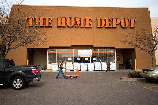 Does Home Depot Hire Convicted Felons to Be Freight Workers