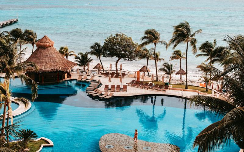 can a felon travel to cancun