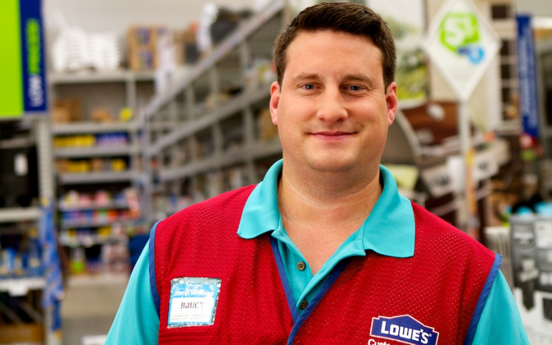 does lowes run the background check