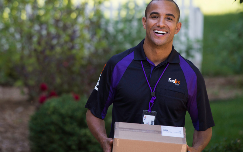 does the fedex hire felons